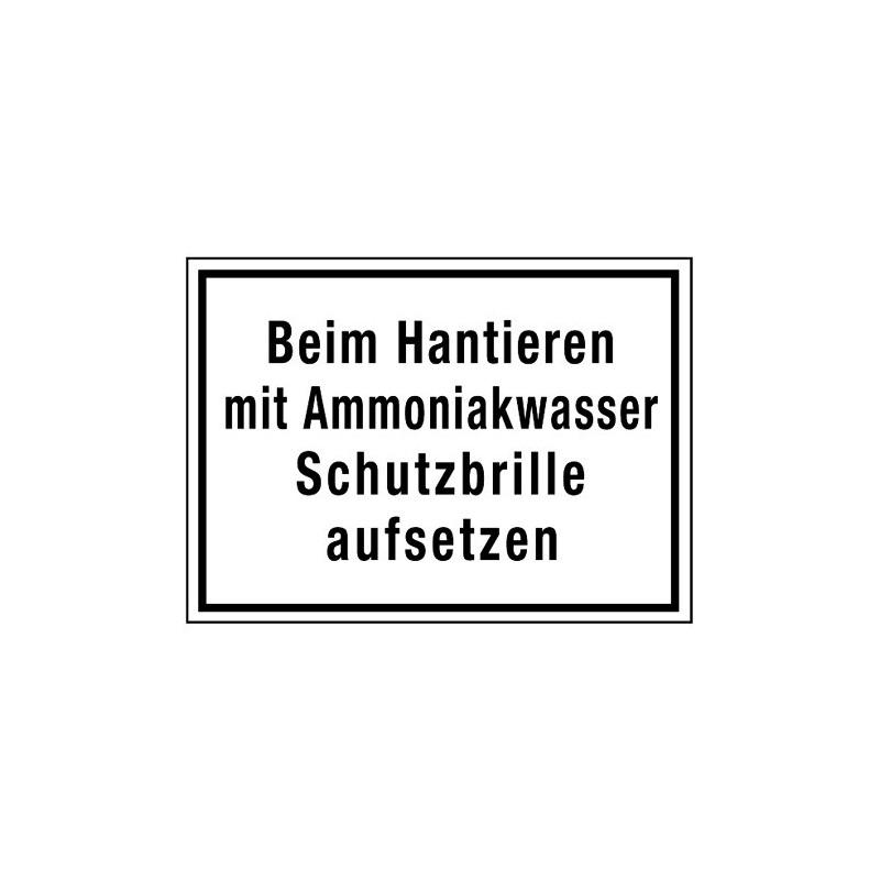 Beim Hantieren mit Ammoniakwasser Schutzbrille aufsetzen