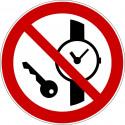 Mitführen von Metallteilen oder Uhren verboten - P008