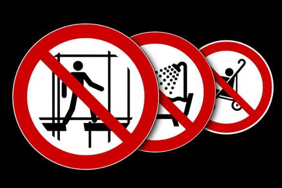 Verbotsschilder in verschiedenen Normen